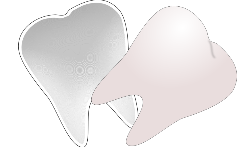 Przepiękne zdrowe zęby również efektowny przepiękny uśmiech to powód do zadowolenia.